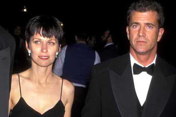 Mel Gibson & Robyn Moore – $425 Million