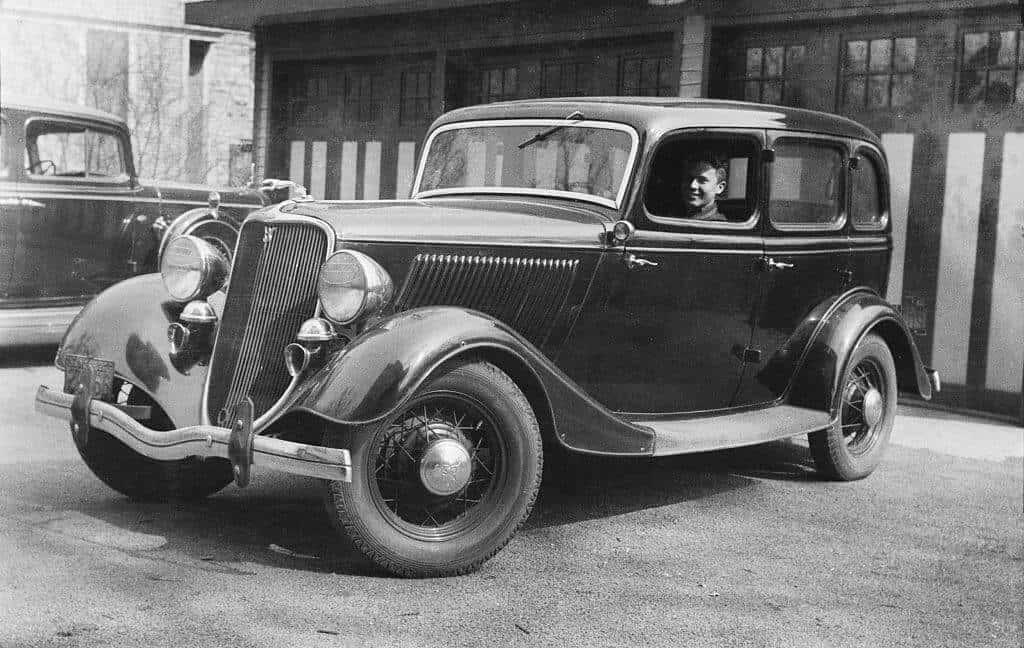 Bonnie and Clyde Used a Ford Flathead As Their Getaway Car