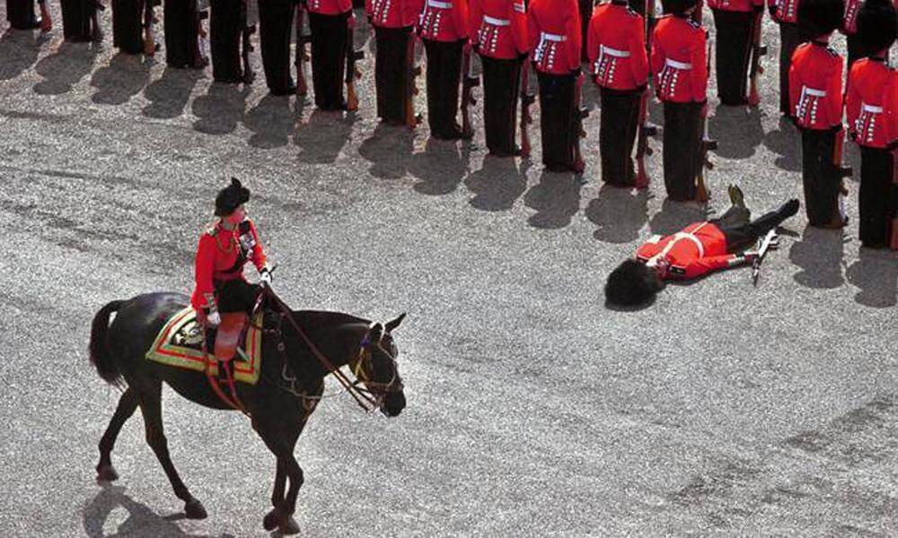 The Guard of Honor Fainted As Queen Elizabeth II Passed By