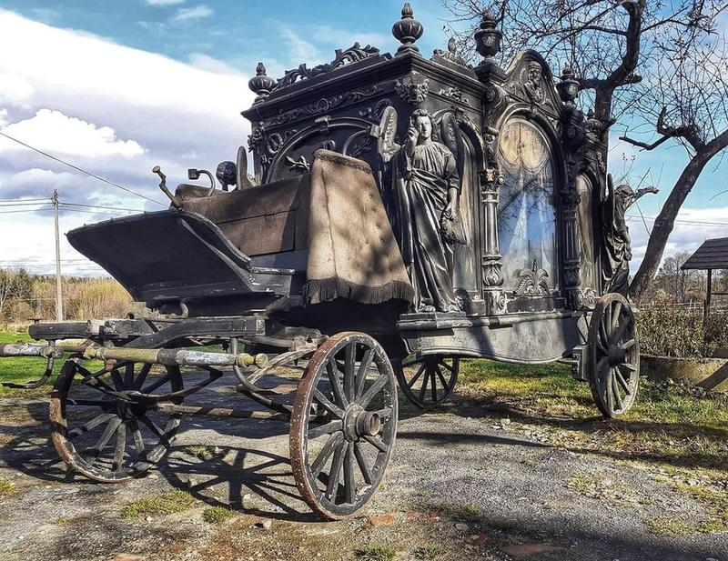 This Victorian Era Hearse from Dresden Is A Thing Of Beauty