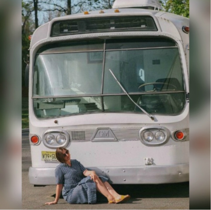 She Spent 3 Years Converting An Old Bus Into Her Home On Wheels