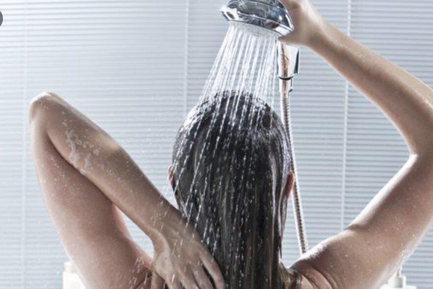 Lavare Le Lunghezze Dei Capelli Con Lo Shampoo