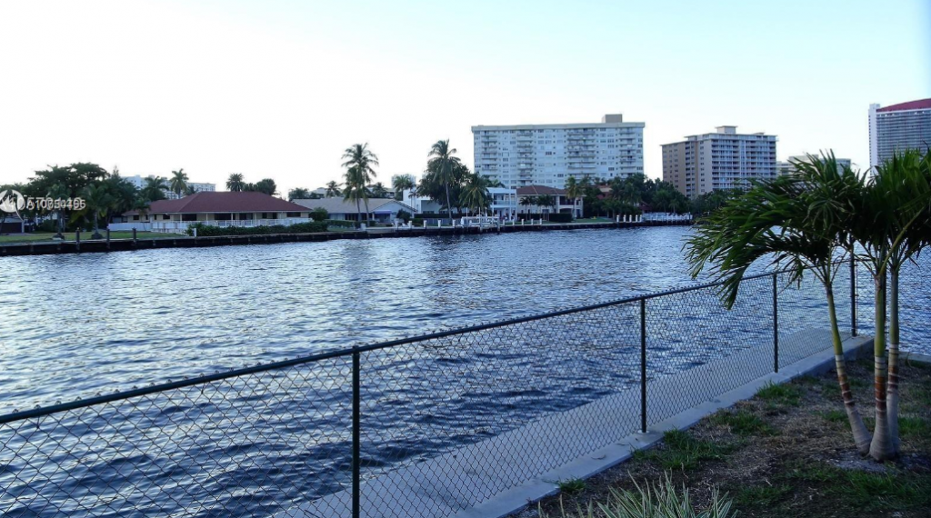 Hallandale, Florida